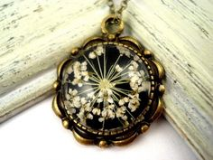 Antique style necklace with real dried flowers
