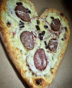 """81 """"Μου αρέσει!"""", 5 σχόλια - Mrs Pizza (@mrspizza_1992) στο Instagram: """"Ο ερωτας περναει απο το στομαχι εσεις μπορειτε απλα να παραγγειλετε 😘 ❤️🍕🔝 #love #loveisintheair…"""""""