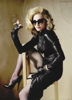 Welcome to Madonna-Madness! your one stop candy shop for the latest and greatest elite Madonna edits. Madonna Fashion, Lady Madonna, Madonna 80s, Madonna Mode, Smoking Ladies, Girl Smoking, Divas, Madonna Pictures, Swag Outfits