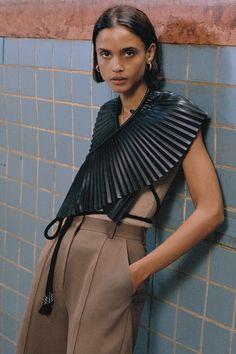 Nanushka Pre-Fall 2020 Fashion Show Collection: See the complete Nanushka Pre-Fall 2020 collection. Look 7 Urban Chic Fashion, Urban Fashion Trends, Urban Fashion Women, Summer Fashion Trends, Runway Fashion, Fashion Show Collection, Blog, Fashion Design, Clothes
