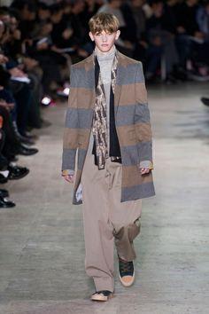Mode à Paris FW 2014/15 – Kolor See all the catwalk on: http://www.bookmoda.com/sfilate/mode-a-paris-fw-201415-kolor/ #paris #fall #winter #catwalk #menfashion #man #fashion #style #look #collection #modeaparis #kolor