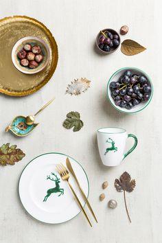 Unser Grüner Hirsch kann den goldenen Herbst kaum erwarten #gmundnerkeramik #keramik #grünerhirsch #hirsch #grün #einschönesstückleben #geschirr #österreich #handarbeit #handwerkskunst #ceramic #greendeer #deer #green #austria #handmade #handcrafted #unique #dishes #deko #dekoration #decoration #herbst #fall #autumn Panna Cotta, Plates, Tableware, Ethnic Recipes, Food, Dishes, Handmade, Autumn, Handarbeit