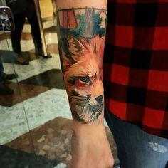 Tatuagem criada por Berklein Tattoo.  Raposa colorida.  #tattoo #tatuagem #art #arte #colorida #colorful #raposa #fox