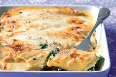 Zapékané palačinky se špenátem a sýrem Mozzarella, Macaroni And Cheese, Ethnic Recipes, Food, Mac And Cheese, Eten, Meals, Diet