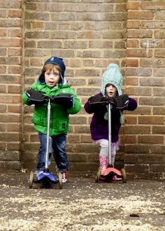 Scooterearz fun Micro Scooter accessories are scooter gloves designed to keep your kids hands warm whilst scooting on their micro scooters this autumn. Warm, fleecy and funky these scooter accessories are designed to fit all sizes of push scooter.