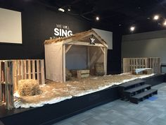 Stable for the baby Jesus. frame tarps for roof with a little burlap to hold the hay on top. Christmas Stage Design, Ward Christmas Party, Church Stage Design, Christmas Program, Kids Christmas, Childrens Ministry Christmas, Decor Photobooth, Journey To Bethlehem, Nativity Stable