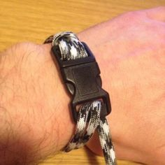 Paracord-Projects-How-To-Make-Paracord-Bracelets
