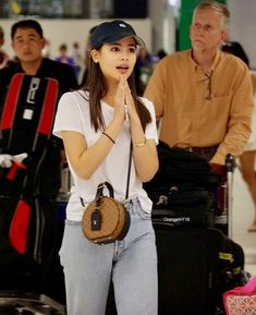 Suvarnabhumi Airport, Airport Style, Mark Prin, Pretty Asian Girl, School Wear, Travel Wear, Ulzzang Fashion, Poses, Fashion Quotes