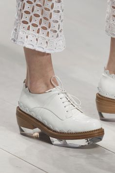 primordials: wink-smile-pout: Shoes at Simone Rocha Spring 2013 literally drooling Sock Shoes, Shoe Boots, Shoes Heels, Crazy Shoes, Me Too Shoes, Oxford Shoes Outfit, Oxford Brogues, Paris Mode, Clutch
