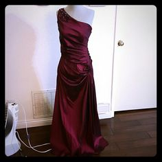 Adrianna Papell one shoulder maroon jeweled dress Evening dress, beautiful Long and flowy Beading is perfect and gorgeous Great condition, no stains or damage Adrianna Papell Dresses One Shoulder