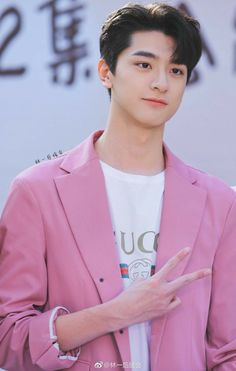 Visual and Lead Vocalist Korean Boys Ulzzang, Cute Korean Boys, Cute Boys, Handsome Korean Actors, Handsome Boys, Li Hong Yi, Chinese Babies, Drama Korea, Cute Actors