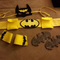 batgirl diy costume - link goes nowhere Batgirl Costume Kids, Batman Costume For Kids, Batman Costumes, Diy Halloween Costumes, Halloween Crafts, Costume Ideas, Batman Birthday, Batman Party, Superhero Party