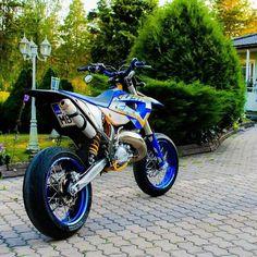 💯Nice husaberg💯 2 stroke 😍 Tag the owner 👤 Mx Bikes, Sport Bikes, Cool Bikes, Motocross, Ktm 690 Smc, Motard Bikes, Pit Bike, Cool Motorcycles, Touring Motorcycles
