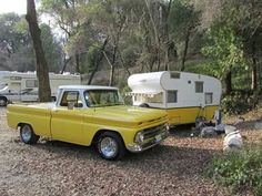 Would you like to go camping? If you would, you may be interested in turning your next camping adventure into a camping vacation. Camping vacations are fun Tiny Trailers, Vintage Campers Trailers, Retro Campers, Vintage Caravans, Camper Trailers, Shasta Trailer, Auto Camping, Camping Baby, Camping Stuff
