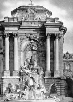 Mátyás-kút a Budavári Palotában Buda Castle, Vintage Architecture, Royal Palace, Budapest Hungary, Palaces, Vintage Photography, Old Photos, Concept Art, Landscapes