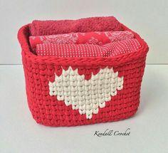 Sin patrón, sólo foto                                                                                                                                                                                 Mais Diy Crochet Basket, Crochet Bowl, Knit Basket, Love Crochet, Crochet For Kids, Crochet Fabric, Fabric Yarn, Tapestry Crochet, Crochet Patterns