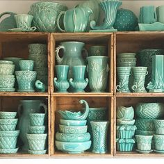 Vintage Kitchen Things People Collect - McCoy collection - These die-hard collectors show us their carefully curated finds. Decoration Palette, Decoration Bedroom, Vintage Love, Vintage Decor, Vintage Items, Vintage Dishes, Vintage Kitchen, Vintage Green, Vintage Furniture