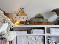 Uma casa de família. Veja mais: http://www.casadevalentina.com.br/blog/materia/casa-de-fam-lia-1.html #decor #decoracao #home #casa #interior #design #details #detalhes #charm #cozy #aconchego #livros #book #casadevalentina