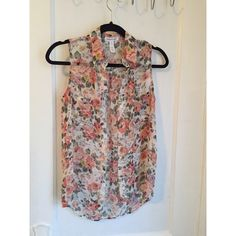 Floral Blouse Floral Blouse with cut off sleeves ... Very nice with those summer and spring days ... Any questions please feel free to ask ☺️ Tops Blouses