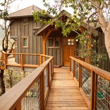 Nelson Treehouse and Supply: Portfolio of residential treehouses, retreat treehouses, kids treehouses / The Green Life Thus one has fantastic views.