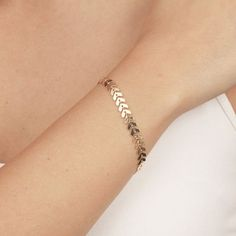 Delicate Gold Bracelet, Dainty Geometric Chain Bracelet, Layered Bracelet, Everyday gold plated jewelry – Mode & Schmuck - To Have a Nice Day Dainty Jewelry, Cute Jewelry, Gold Jewelry, Jewelry Accessories, Jewelry Design, Women Jewelry, Fashion Jewelry, Jewelry Scale, Jewelry Box