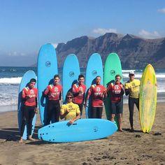Seguimos todos los días con las clases de #surf en #Famara #Lanzarote con @lasantaprocenter . #surfschoollanzarote #surfschool #escueladesurf #surflessons #surfcoach #surfcours #surfcamp #surfcanarias #canaryislands #islascanarias