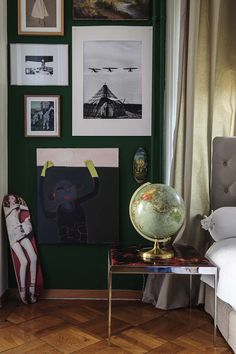 Apartment, Interior Design: GUSTAVE  #Bedroom #Home #Globe #Frame #Wall