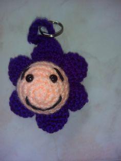 Schlüsselanhänger Blume von BirgitsStricksachen auf Etsy