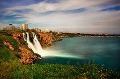 土耳其南部大城安塔利亞獨有注入地中海的杜登瀑布Antalya/Düden şelalesi。 ©Ali Çobanoğlu