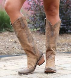 Cowgirl Boots - Choosing The Right Shoes - Some Tips Tall Cowgirl Boots, Cowboy Boots Women, Western Boots, Western Wear, Country Boots, Western Cowboy, Shoe Wardrobe, Fashionable Snow Boots, Square Toe Boots