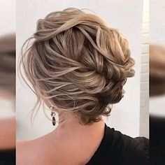 hair styles simple wedding hair updos wedding hair wedding hair hair styles long hair down for wedding hair hair jewellery hair with combs Medium Hair Styles, Curly Hair Styles, Updos For Shorter Hair, Bun With Short Hair, Medium Length Hair Updos, Hair Medium, Hair Upstyles, Great Hair, Hair Videos