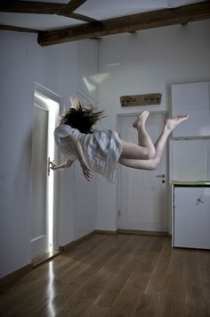 amazing things happen when you can break the law of gravity---astral projection. Levitation Photography, Art Photography, Photography Tricks, Exposure Photography, Digital Photography, Yoga Kunst, Double Exposition, Astral Projection, Lucid Dreaming