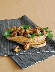 Knoflooktoast met champignons