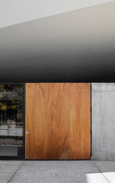 warmth of the timber door against the metal and concrete of a multipurpose building by GSMM Architetti/Architects (photo by Michele Gusmeri) Big Doors, Windows And Doors, Front Doors, Sliding Doors, Interior Architecture, Interior And Exterior, Interior Design, Installation Architecture, Building Architecture