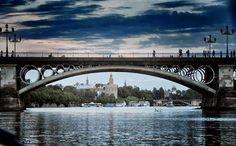 Torre del Oro y Puente de Isabel II desde la dársena del Guadalquivir | #Tapasconarte