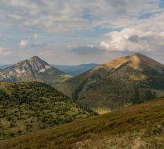 """Polubienia: 77, komentarze: 6 – Hasające Zające (@hasajacezajace) na Instagramie: """"Mála Fatra National Park. Slovakia. A view on Stoh and Vel'ký Rozsutec. #hasajacezajace #mountains…"""""""