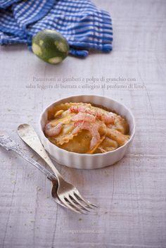 panzerotti ai gamberi e polpa di granchio con salsa leggera di burrata e ciliegini al profumo di lime