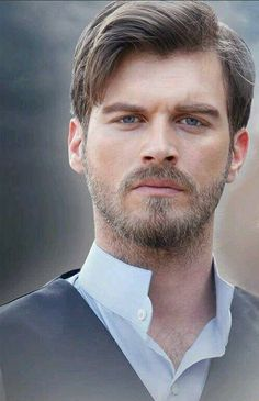 kivanc tatlitug as Kurt Seyit