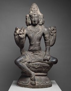 This statue is part of a group of unusual large stone carvings in the round from the Chola period. They all portray the same deity, long identified as Brahma but now thought to be Mahesha, a form of Shiva Indian Gods, Indian Art, Chola Dynasty, Shiva Statue, Hindu Deities, Historical Art, Buddhist Art, Gods And Goddesses, Stone Carving