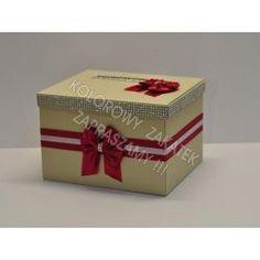 Pudełko na koperty, ręcznie wykonane z dużą starannością i dbałością o szczegóły.