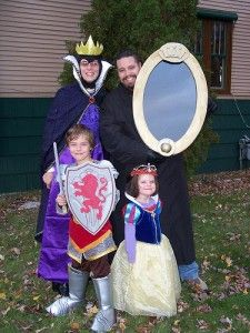 family dressed as Disney's Snow White characters