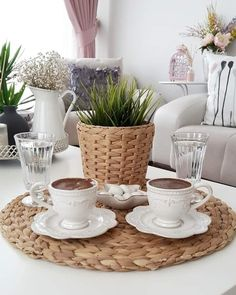 Coffee Milk, Coffee Cafe, My Coffee, Coffee Shop, Coffee Break, Morning Coffee, Dark Chocolate Brands, Pause Café, Coffee Photography