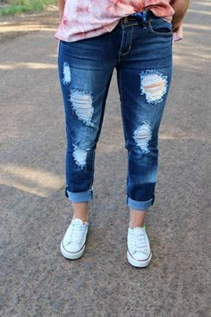 Fresh new ladies shoes to help you look great. Patched Jeans, Ripped Jeans, Jeans Pants, Skinny Jeans, Yoga Pants, Capri Outfits, Mom Outfits, Jean Outfits, Tennis Shoes Outfit