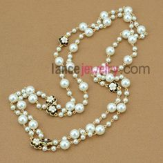 Elegant hand-made imitation pearl &  flower finding ornate strand necklace