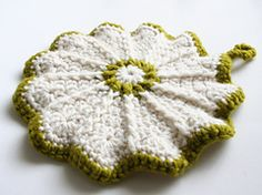 Ravelry: Scalloped Potholder pattern by Priscilla Hewitt