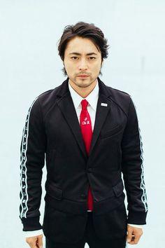 山田孝之がジャージーを着るサラリーマンを熱演アシックスケイスケカンダアンリアレイジコラボの動画