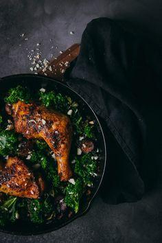 Harissa Huhn mit Grünkohl - AvocadoBanane Harissa, Avocado, Comfort Food, Iron Pan, Food Inspiration, Easy Meals, Rezepte, Lawyer