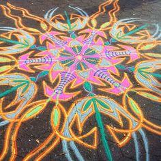 Now I've got shade…ahhh Sand Painting, Sand Art, Mandala Art, Street Art, Arts And Crafts, Shades, Symbols, Stone, Artist
