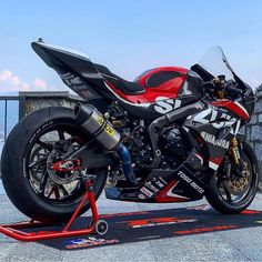 Moto Suzuki, Suzuki Motorcycle, Motorcycle Types, Moto Bike, Racing Motorcycles, Suzuki Gsx, Custom Street Bikes, Custom Sport Bikes, Moto Wallpapers
