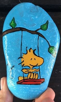 Details about Hand Painted River Rock Art Snoopy Woodstock Peanuts Party Birthday Gift Hat - Rock Painting Patterns, Rock Painting Ideas Easy, Rock Painting Designs, Pebble Painting, Pebble Art, Stone Painting, Painted River Rocks, Painted Rocks Kids, Stone Crafts